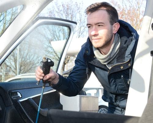 Nanašanje svežega vonja v notranjost avtomobila