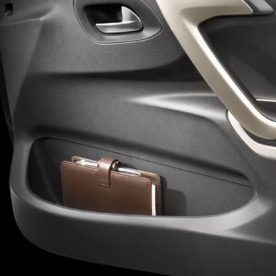 Citroën C-Elysee - predal v vratih